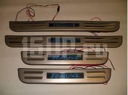 Накладки порогов дверных проемов из нержавеющей стали с подсветкой на Toyota RAV4