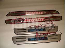 Toyota RAV4 (2006-2012) накладки порогов дверных проемов из нержавеющей стали с подсветкой, комплект 4 шт.