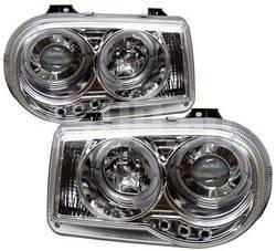 Передние линзовые хромированные фары со светящимися ободками и светодиодной подсветкой на Chrysler 300C 3.0-6.1L